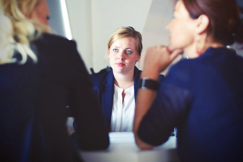 Businesswomenbusinesswomaninterviewmeeting702922